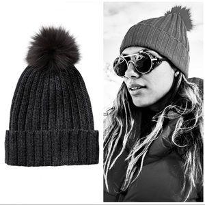 🎁❄️NWT ATHLETA charcoal grey Pom Pom beanie hat